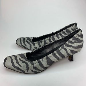 Donald J Pliner Pumps Low Kitten Heel Zebra Print